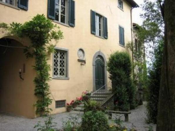 Visita a castelvecchio pascoli for Colore facciata casa campagna