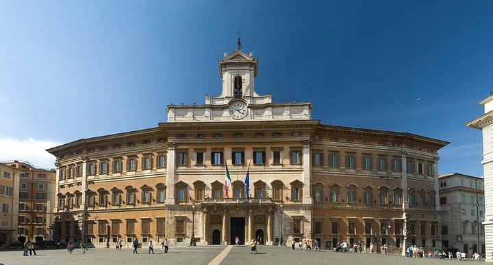Papa benedetto xvi descrive la b for Palazzo camera dei deputati